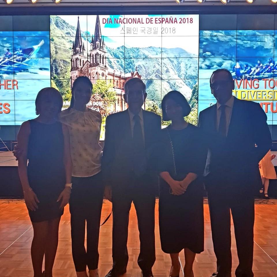 IE Team with Spanish Ambassador in Korea D. Gonzalo Ortiz.